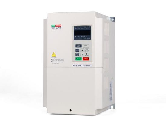 一. 注意事项   操作人员必须熟悉变频器的基本工作原理、功能特点,具有电工操作基本知识。在对变频器检查及保养之前,必须在设备总电源全部切断;并且等变频器Chang灯完全熄灭的情况下进行。   二. 日常检查事项   变频器上电之前应先检查周围环境的温度及湿度,温度过高会导致变频器过热报警,严重的会直接导致变频器功率器件损坏、电路短路;空气过于潮湿会导致变频器内部直接短路。在变频器运行时要注意其冷却系统是否正常,如:风道排风是否流畅,风机是否有异常声音。一般防护等级比较高的变频器如:IP20以上的变频