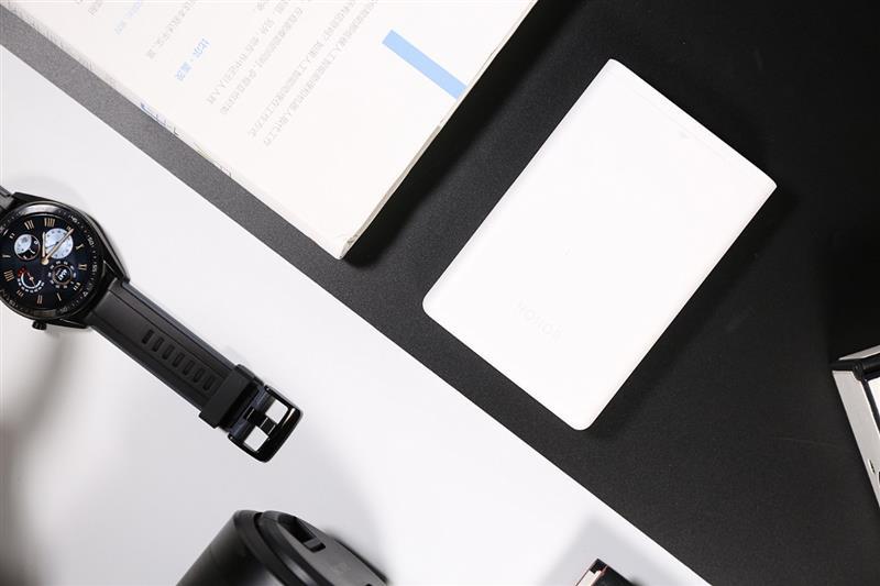 巴掌大的打印机!荣耀MINI照片打印机评测:三步快印 随心贴