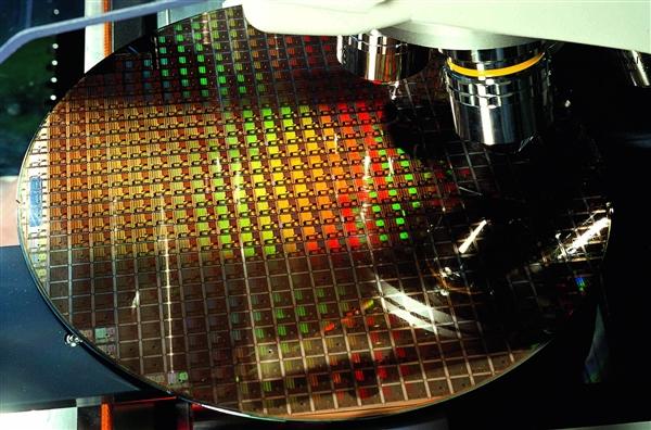 上海政府:芯片设计能力已达7nm 光刻机国际先进水平