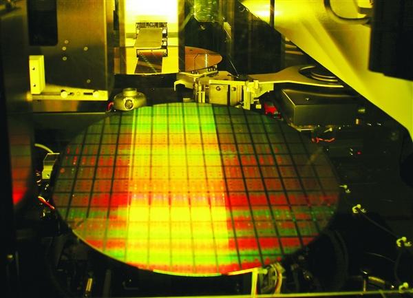 统计显示美国主导全球芯片产业市场份额超50% 国产份额仅3%