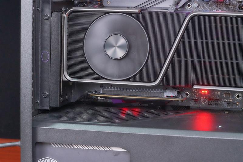 精致颜值与精湛做工!酷冷至尊PCIe 4.0延长线体验:任何7槽位机箱都可显卡竖装